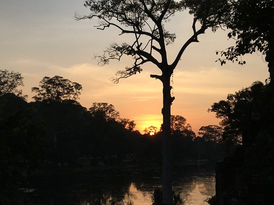 Angkor wat sunrise and Banteay Srei temple Private Day tour: Sunset