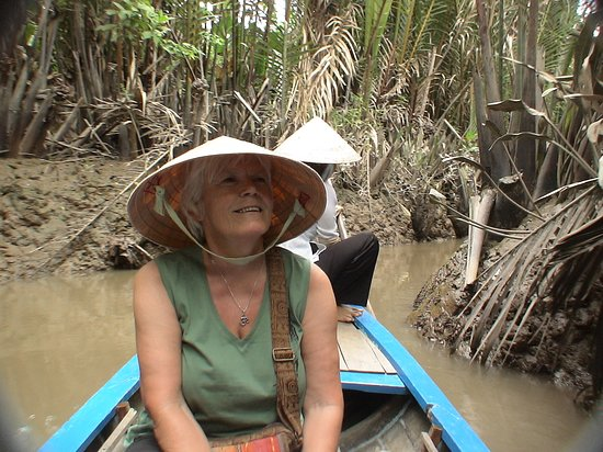 """Cai Be Floating Market"", Cai Be, Mekong deltaet, Vietnam - kommet heltinne til en smal kanal"
