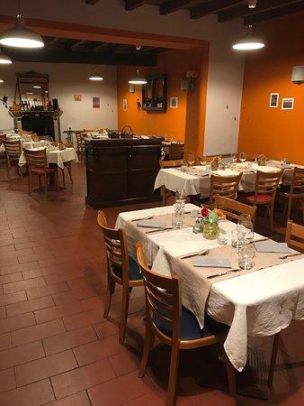 Abbiategrasso, Italië: La sala arancione, una sala ideale dove in inverno si mangia riscaldati dal tempore del caminetto