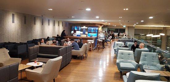 طيران إل عال الإسرائيلية: The lounge.