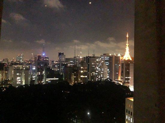 Vista da cidade no restaurante
