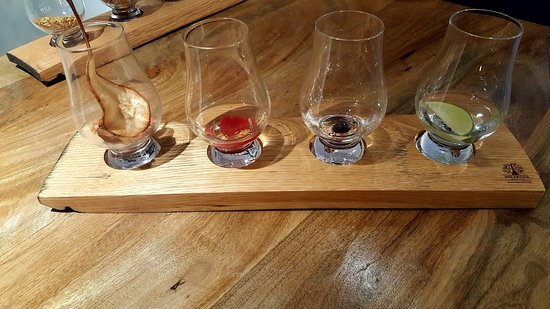 Holyrood Distillery - Whisky and Gin Tours Ticket: Our tasting flight after the tour :)
