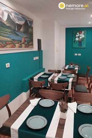 Tirana, Albania: Lambinente neloa seconda sala del ristorante