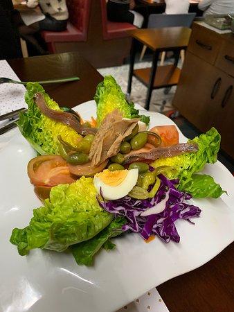 Toda una experiencia gracias a su calidad en los alimentos y al servicio de camareros, súper agradables.