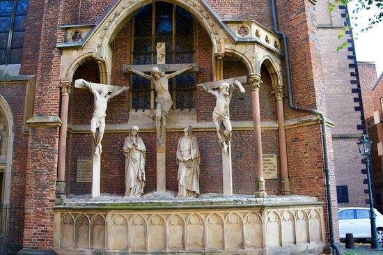 Rheinuferpromenade - at St Lambertus church