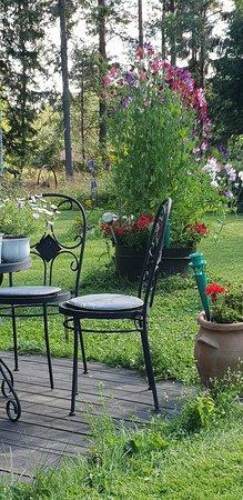 Kopparberg, Sverige: Ca 50 sittplatser ute i trädgården och 35 inne.