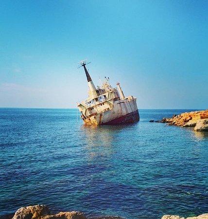 ⚓ 8 декабря 2011 год. Этот корабль отправился в своё последнее плавание из порта Лимассола. Около Пафоса рядом с морскими пещерами из-за непогоды он сел на мель. Теперь это привлекательное место для туристов.