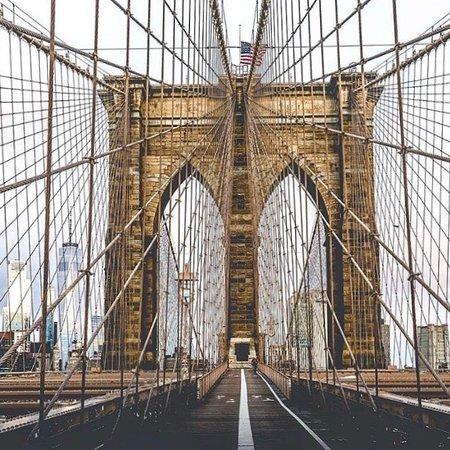 Nueva York, estado de Nueva York: Da pra se hospedar sem luxo pagando pouco em New York 🤔. Ficamos na YMCA famosa acm em ótima localização perto de metrô uber taxi farmacia ... visite o Central Park em diferentes horários q terá diferentes paisagens 😍. Ande até o Brooklyn a pé sobre a Brooklyn Bridge q será inesquecível   E volte de barco q é preço de metrô