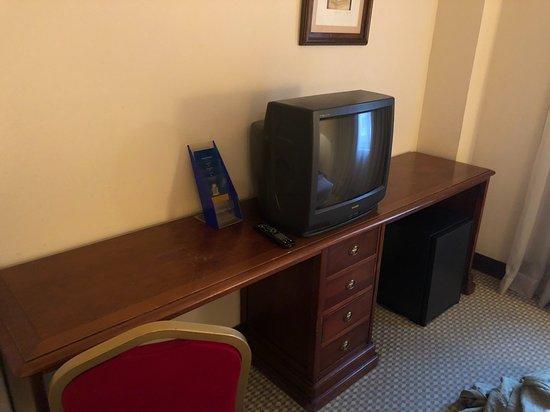 Tv de tubo, com corres horríveis.