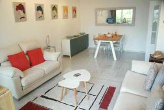 Appartement genaamd El Coral op korte wandelafstand van winkels en restaurants met direct uitgang naar het strand.