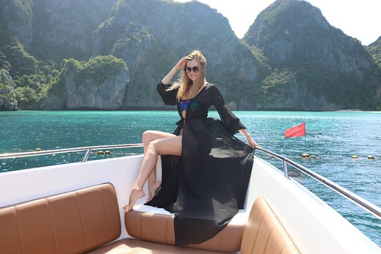 Phi Phi Happy Day Boat Tours: Phi Phi Islands