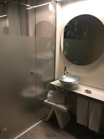 Oviedo, Spanien: Baño habitación