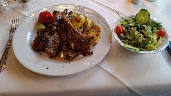 Lichtburg Restaurant: Lamb cutlets