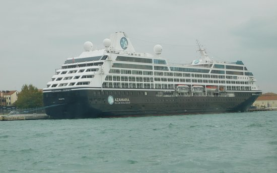 A cruise liner