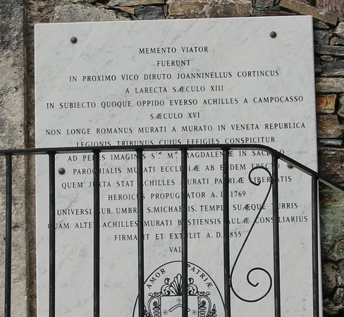 """On peut y lire aussi : """" Achille Murati, le conquérant de Capraia le 29 mai 1767 qui porta la désolation jusque dans Gênes, auquel il ne manqua pour être un Turenne que des circonstances et un théâtre plus vaste. En 1769 fit souvenir aux compagnons de sa gloire qu'il était temps d'en acquérir encore, que la patrie en danger avait besoin non d'intrigues qu'il ne s'entendit jamais mais du fer et du feu. Paroles de Napoléon le Grand 23 janvier 1793. »"""