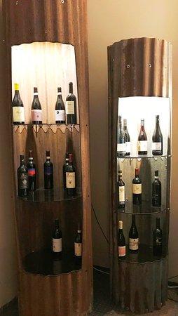 Delizioso arredamento per mettere i vini