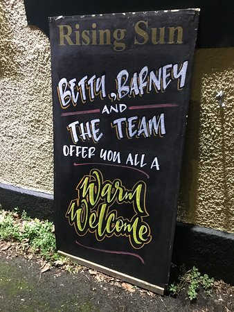 All change 7.12.19, Betty & Barney are new management, public bar reopened and packed, lounge less so and there is no real or cask ale at all yet, but they're trying.