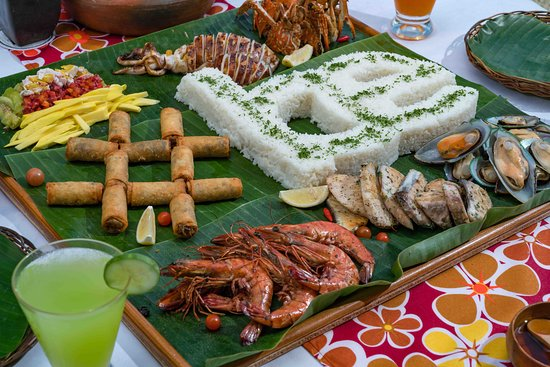 Call back-up! Our Boodle Feasts are best enjoyed with groups and eating with your bare hands!