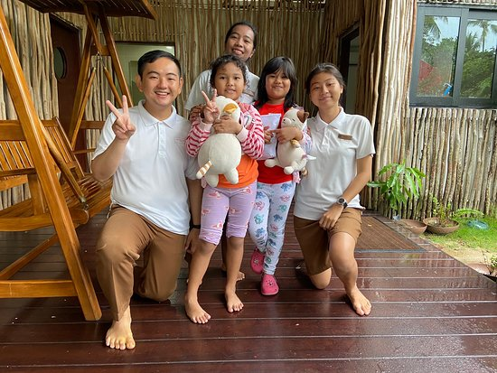 Beautiful place to retreat to. Even if its during the monsoon season, the place is being keep up and resort staffs will ensure every needs are taken care of. A great breakfast spread at the dining room and dinner is great too. There are kids activities everyday for the lil ones. Didn't get the chance to try the Spa however will make a point next visit. Thank you The Residence Bintan. Girl are happy!
