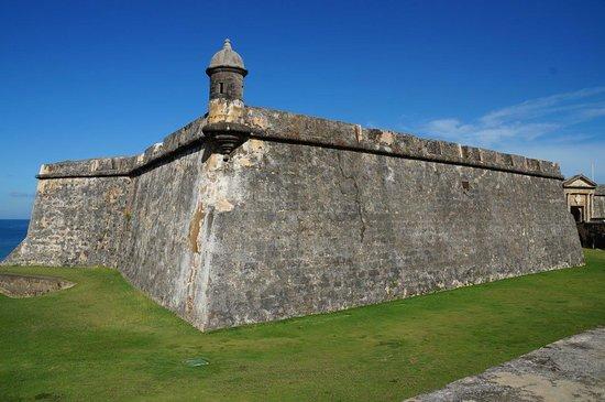 Laissez-moi vous montrer MON île! (avec visite à El Yunque) : Castillo San Felipe del Morro
