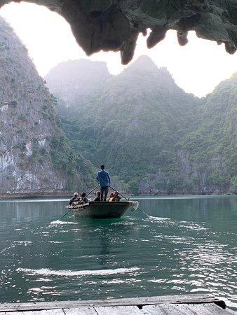 Perla Dawn Sails 2 Days 1 Night - Lan Ha Bay Luxury Cruise: Ausflug zur Höhle vom Schiff aus