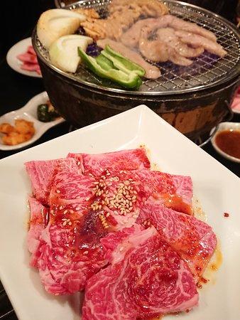 こんなに綺麗なお肉が780円!(上ロース)