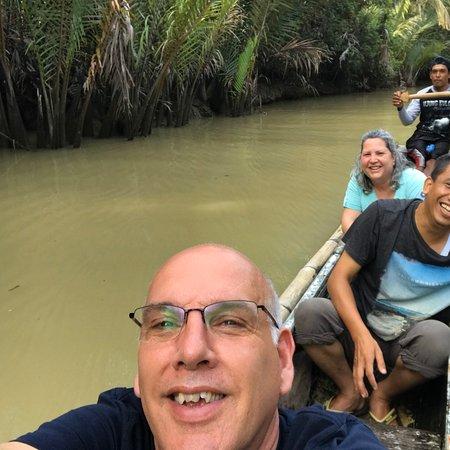 Als je van basic vakantie vieren houd is Ujung kulon echt een onvergetelijke trip. Het reservaat Ujung kulon ligt op het puntje van Java en is alleen te bereiken per boot. In het reservaat  waar de Indonesië's neushoorn nog in het wild te vinden is zijn primitieve huisjes waar je overnacht en het eten wordt op de boot voor je klaargemaakt  . Een wandeling met de boswachter geeft je een mooi beeld van het gebied waar overigens de geruchten zijn dat de Indonesiëse tijger weer is waargenomen.