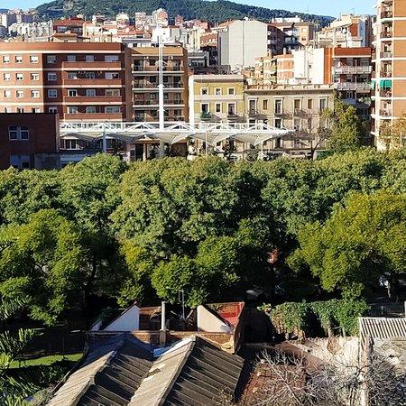 Barcelona, Spanien: Vista de Collseeola desde el Clot