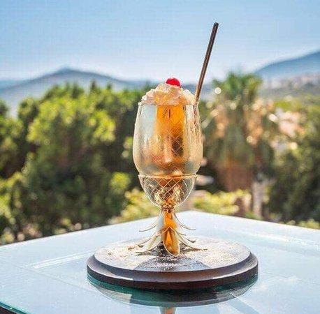 Black & Gold Cocktail Lounge
