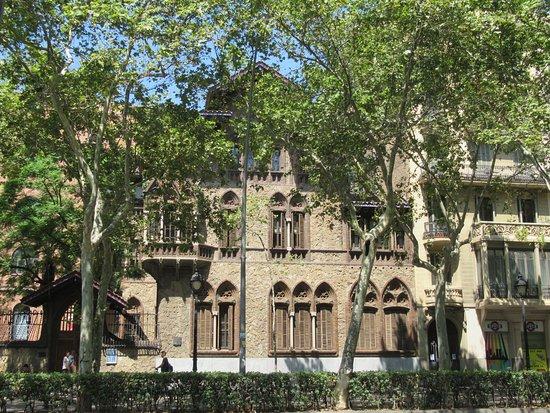 Gran Via de les Corts Catalanes: nice architecture