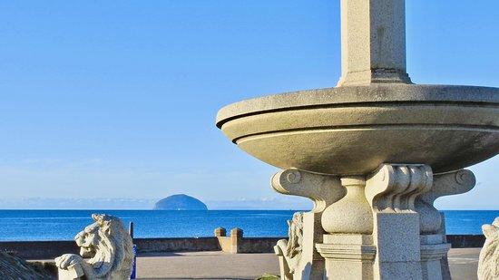 Girvan Beach : The Island