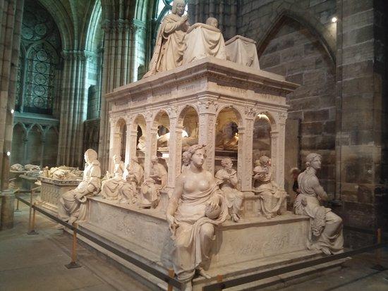 Una delle magnifiche sepolture