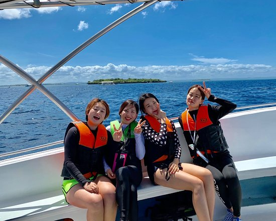 Speed boat cruises