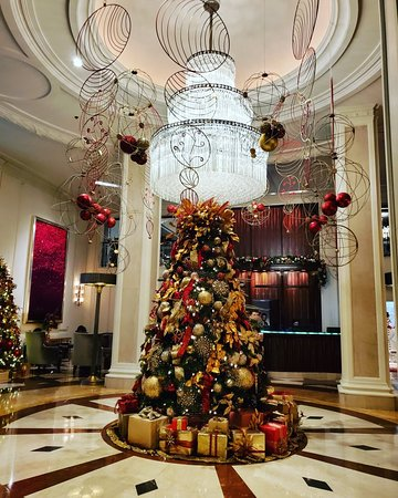 We are loving the lobby at the Beverly Wilshire this year!!!