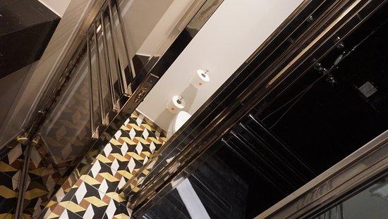 WC separat dins del bany, a l'estil francès.