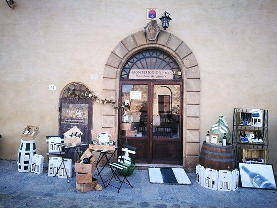 Monteriggioni, Italie : Outside Exposition in the Castle