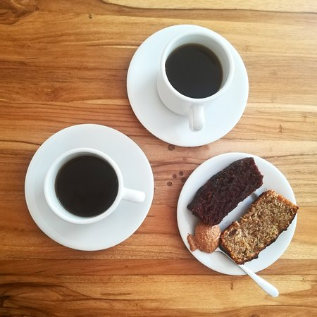Café orgánico de Jardín + torta de banano y de chocolate