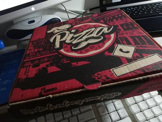Il vicino pizza & pasta: Aquí la caja por si la quieren de vuelta.