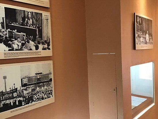 Memorial House - Ho Chi Minh: Displays.