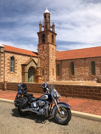 Mullewa, Австралия: Me and my Bike (Max) stopped here as part of a HAC set by the Hard Arse Riders. Worth the stop ..  You will love it also..