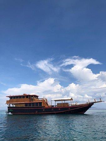 Barco privado con capacidad hasta 6 personas