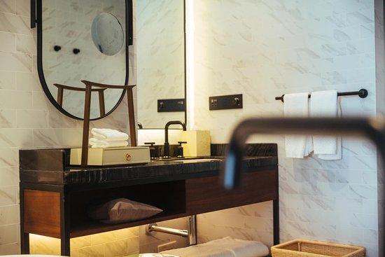 嘉悦里湖景大床房浴室