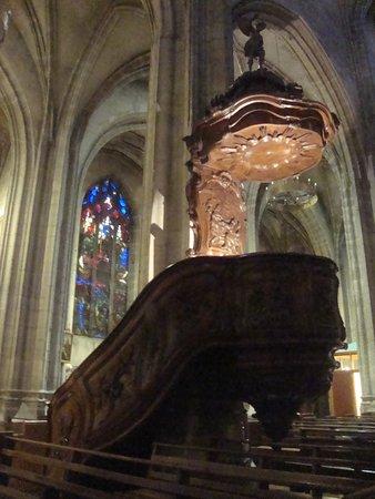 Eglise Notre-Dame de Bourg-en-Bresse: púlpito