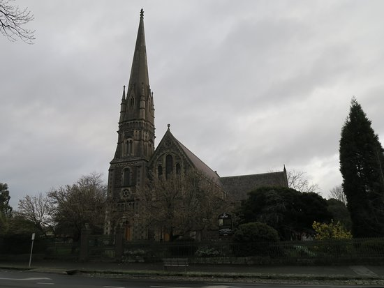 ‪Saint Andrew's Uniting Church‬