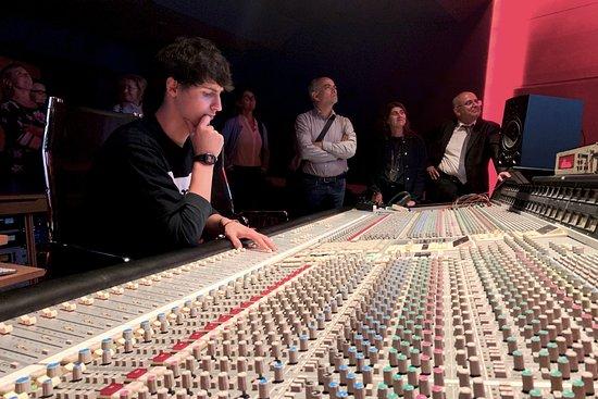 Gli ascolti multitraccia in Studio A rappresentano un momento speciale della visita al Museo del Suono e della Canzone