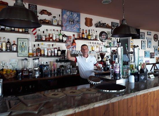 imagen Golden Corner Cocktail Bar en Tías