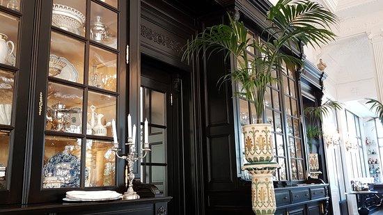 """restaurant Saint Ange  """"le Vaisselier """" magnifique"""