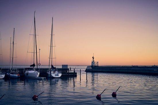 Landskrona ligger vackert beläget precis vid Öresund. Vi har åtta charmiga gästhamnar, varav fem i Landskrona och tre på ön Ven.  Nyhamn Marina, Borstahusens gästhamn, Ålabodarnas gästhamn, Lundåkra Småbåtshamn & gästhamn, Lustbåtshamnen,   Ven Kyrkbackens hamn, Norreborgs hamn & Bäckvikens gästhamn.  Foto:Niclas Jensen