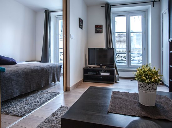 1 Bedroom apartment in rue Forge Royal Paris available to rent out from 2 Jan