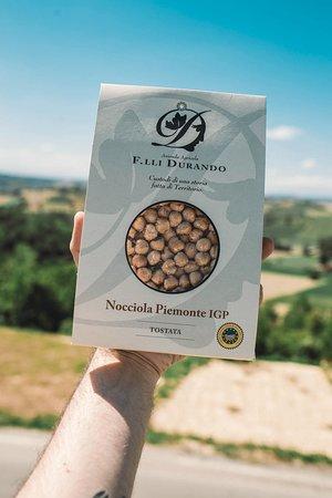 Le nostre nocciole tostate, disponibili nel punto vendita nei pressi del nostro Agriturismo Terra D'origine